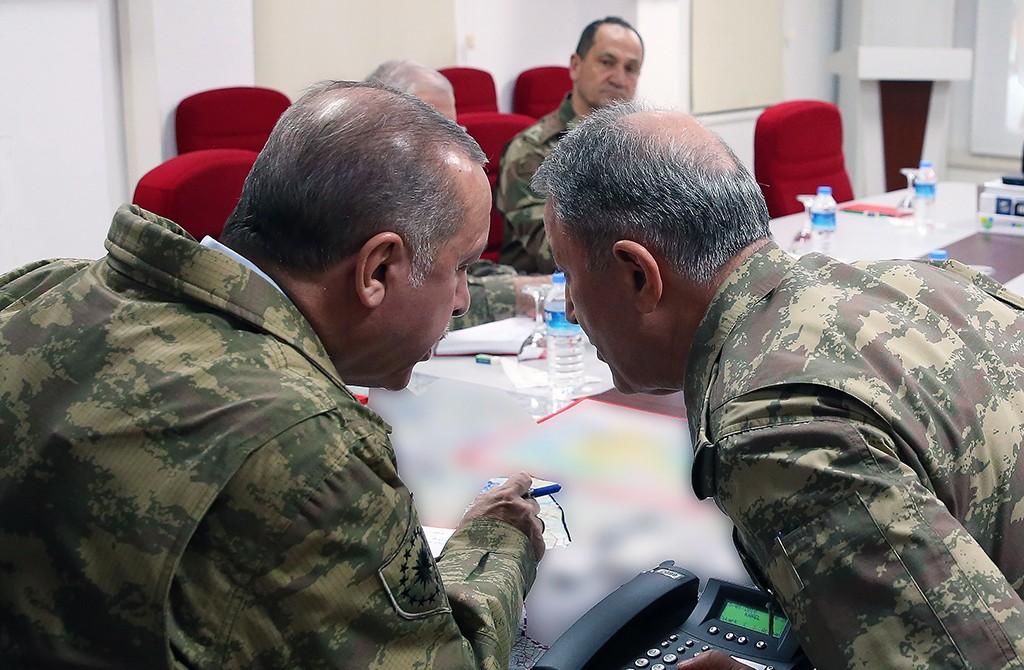 Cumhurbaşkanı Recep Tayyip Erdoğan ve Genel kurmay Başkanı Hulusi Akar