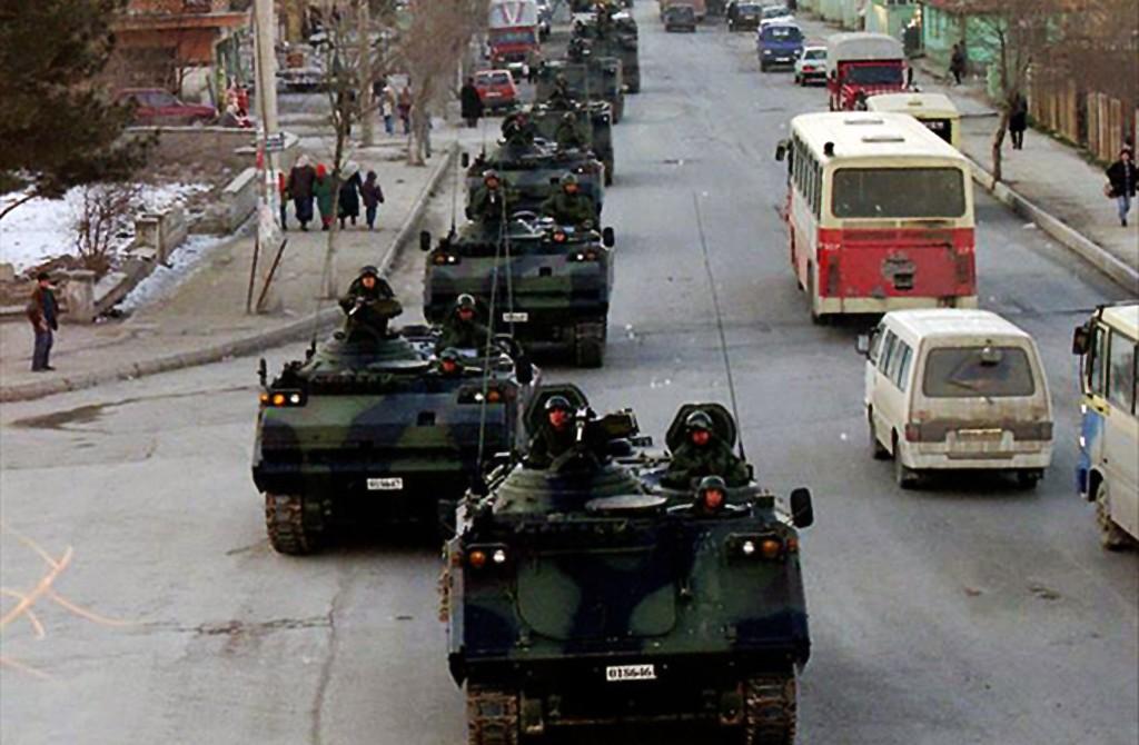 28 Şubat - Sokakta Zırhlı Araçlar