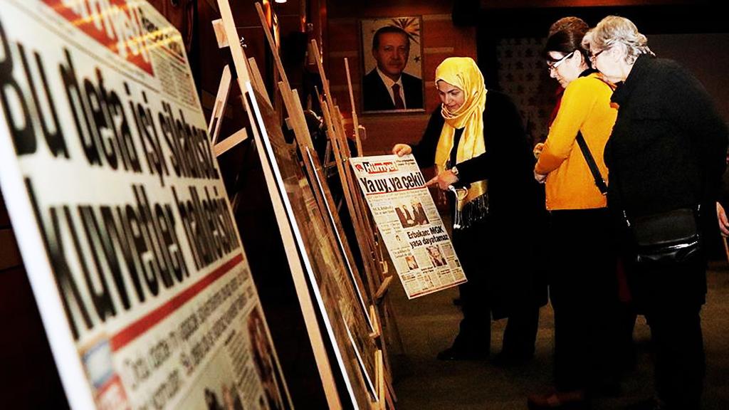 28 Şubat gazete manşetleri sergisi