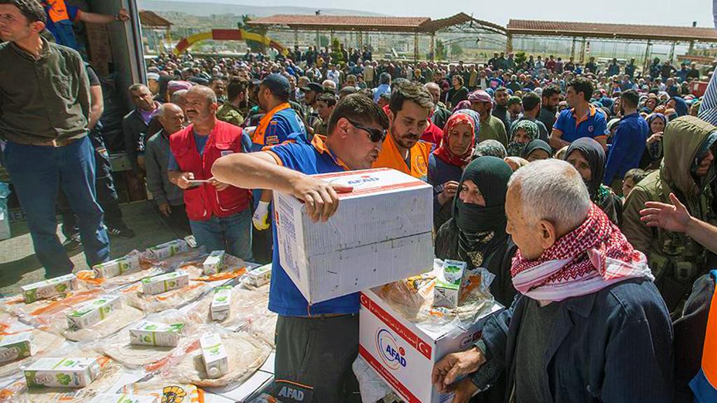 Afrin'de halka AFAD yardımı