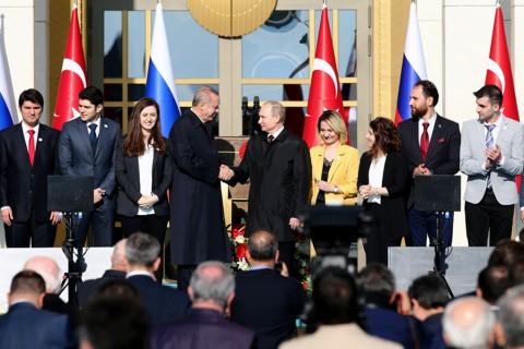 Cumhurbaşkanı Recep Tayyip Erdoğan ve Rusya Devlet Başkanı Vladimir Putin, Mersin'deki Akkuyu Nükleer Güç Santrali'nin (NGS) temel atma törenine video konferans yöntemiyle katıldı.