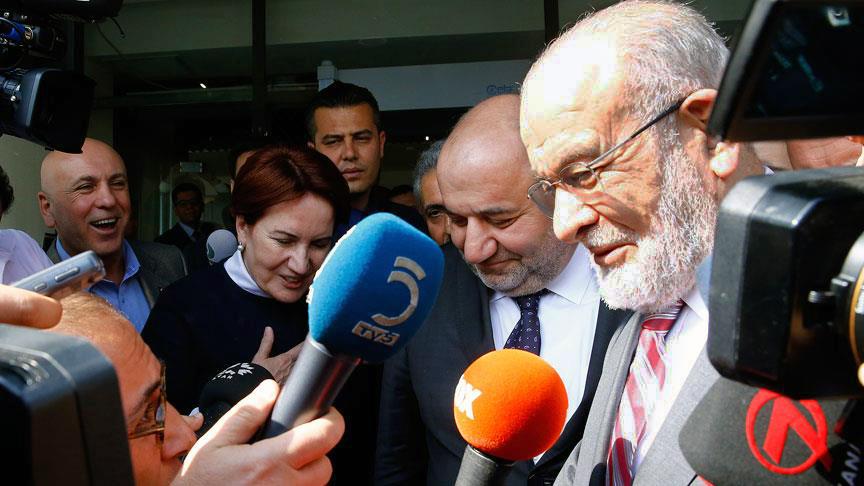 İYİ Parti Genel Başkanı Meral Akşener ile Saadet Partisi Genel Başkanı Temel Karamollaoğlu'nun İYİ Parti Genel Merkezi'ndeki görüşmesi, yaklaşık 15 dakika sürdü.