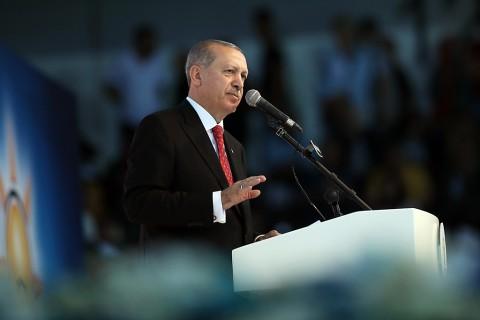 Cumhurbaşkanı ve AK Parti Genel Başkanı Recep Tayyip Erdoğan, Ankara Spor Salonu'nda düzenlenen AK Parti Seçim Beyannamesi ve Aday Tanıtım Toplantısı'na katılarak konuşma yaptı.