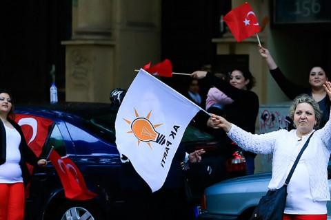 Seçim sonuçlarına sevinen Almanya'daki Türk seçmenler