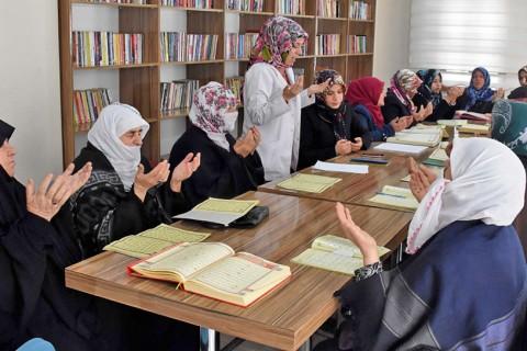 Analiz: Türkiye'de Yetişkin Kadınlara Yönelik Kur'an Kursları | Politika ve Uygulama Önerileri