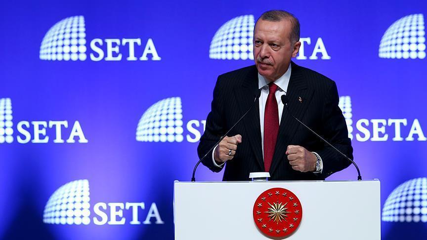 Cumhurbaşkanı Recep Tayyip Erdoğan SETA'nın düzenlediği AK Parti Sempozyumu'nun açılış konuşmasını yapyor