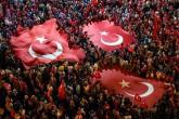 22 Temmuz 2016 gecesi Bursa | Bursa'da 15 Temmuz Demokrasi Meydanı'nda toplanan vatandaşlar, FETÖ'nün darbe girişimine tepki gösterdi.  | AA