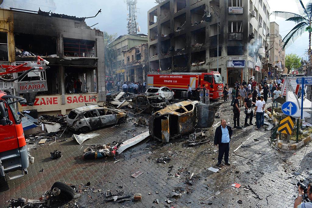 11 Mayıs 2013 tarihinde Hatay'ın Reyhanlı ilçesinde saat 13.55 sıralarında belediye binası önünde patlama meydana geldi. Bundan yaklaşık 15 dakika sonra da PTT binasının bulunduğu Cumhuriyet Caddesinde ikinci bir patlama yaşandı.