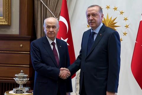 31 Temmuz 2018. Ankara | Cumhurbaşkanı Recep Tayyip Erdoğan, MHP Genel Başkanı Devlet Bahçeli'yi Cumhurbaşkanlığı Külliyesi'nde kabul etti.