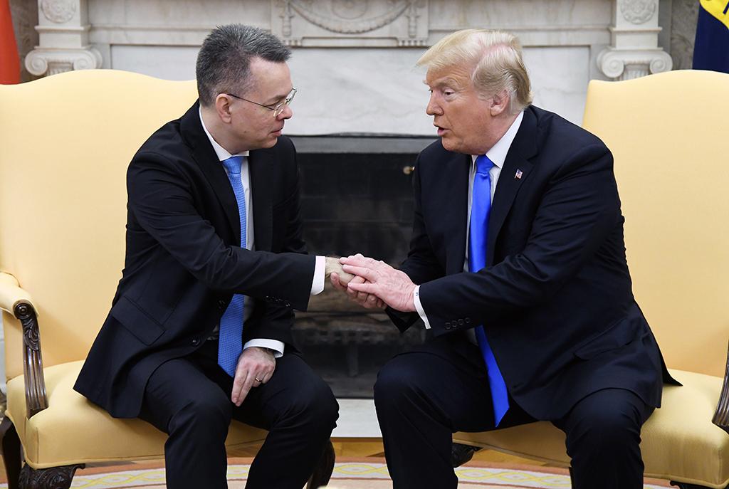 Washington DC, ABD | 13 Ekim 2018 | ABD Başkanı Donald Trump, dün hakkındaki hüküm uygulanarak İzmir'de serbest bırakılan Amerikalı Papaz Brunson'ı Oval Ofis'te kabul etti.