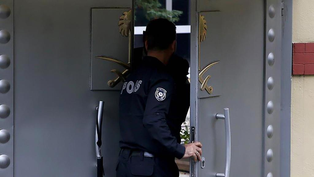 Suudi Arabistan'ın İstanbul Başkonsolosluğu'na girdikten sonra bir daha haber alınamayan Washington Post Yazarı Cemal Kaşıkçı'yla ilgili başkonsolosluk binasında inceleme yapılıyor.