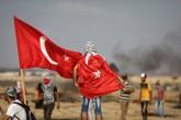 3 Ağustos 2018 | Gazze'deki Büyük Dönüş Yürüyüşü'nün 19. Cumasında Filistinli gençler Türk Bayraklarıyla