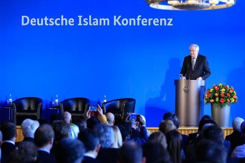 28 Kasım 2018 | Almanya'da İslam Konferansı başkent Berlin'de gerçekleştirildi. Konferansın açılış konuşmasını Almanya İçişleri Bakanı Horst Seehofer yaptı.