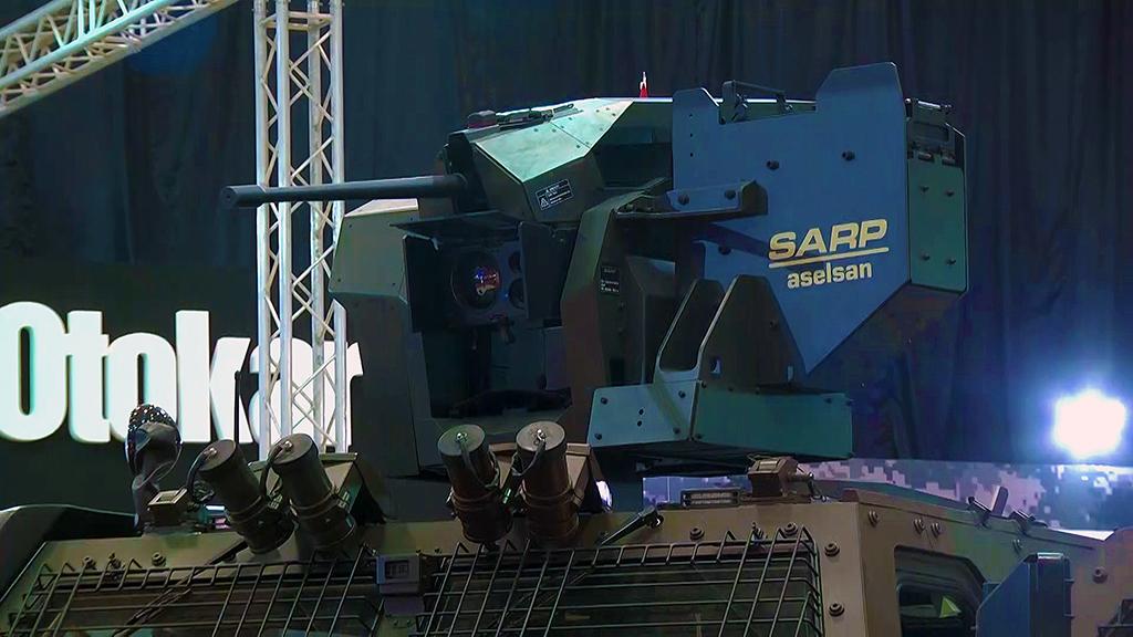 TSK'nın yeni zırhlısı Vuran: Türk Silahlı Kuvvetlerinin (TSK) envanterine yeni bir zırhlı araç katılacak. Türk savunma sanayisinin önde gelen zırhlı kara aracı üreticilerin BMC tarafından geliştirilen Vuran, ASELSAN'ın Sarp Uzaktan Komutalı Stabilize Silah Sistemi silah sistemleriyle donatılarak görev yapacak. Vuran, 9 kişilik personel kapasitesi, yüksek koruma ve hareket kabiliyetiyle ön plana çıkıyor. Yeni konfigürasyonlu Çok Amaçlı Zırhlı Araç Vuran 4x4, monokok tipte zırhlı kabin ve camları, şok emici koltukları, V-şeklindeki alt kısmı, silah istasyonu ve acil çıkış kapağıyla mayın ve balistik tehditlere karşı koruma sağlıyor.