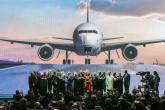 29 Ekim 2018   Türkiye Cumhurbaşkanı Recep Tayyip Erdoğan, İstanbul Havalimanı'nın açılışında yaptığı konuşmanın ardından konuk liderleri sahneye davet ederek, fotoğraf çektirdi. Diyanet İşleri Başkanı Prof. Dr. Ali Erbaş'ın yaptırdığı açılış duasının ardından Cumhurbaşkanı Erdoğan ve beraberindeki liderler, kürsüdeki dümeni hareket ettirip dev ekrana simülasyonla yansıtılan uçağı havalandırarak, İstanbul Havalimanı'nın ilk fazının açılışını gerçekleştirdi. Türkiye Cumhurbaşkanı Erdoğan'ın eşi Enine Erdoğan,TBMM Başkanı Binali Yıldırım ve eşi Semiha Yıldırım, 11. Cumhurbaşkanı Abdullah Gül, Bulgaristan Başbakanı Boyko Borisov, Azerbaycan'da Milli Meclis Başkanı Oktay Asadov, Kırgızistan Cumhurbaşkanı Sooronbay Ceenbekov, Sırbistan Cumhurbaşkanı Aleksandar Vucic, Pakistan Cumhurbaşkanı Arif Alvi ve eşi Samina Alvi Moldova Cumhuriyeti Cumhurbaşkanı Igor Dodon ve eşi Galina Dodon, Bosna Hersek Başbakanı Denis Zvizdic, İGA Yönetim Kurulu Başkanı Mehmet Cengiz.