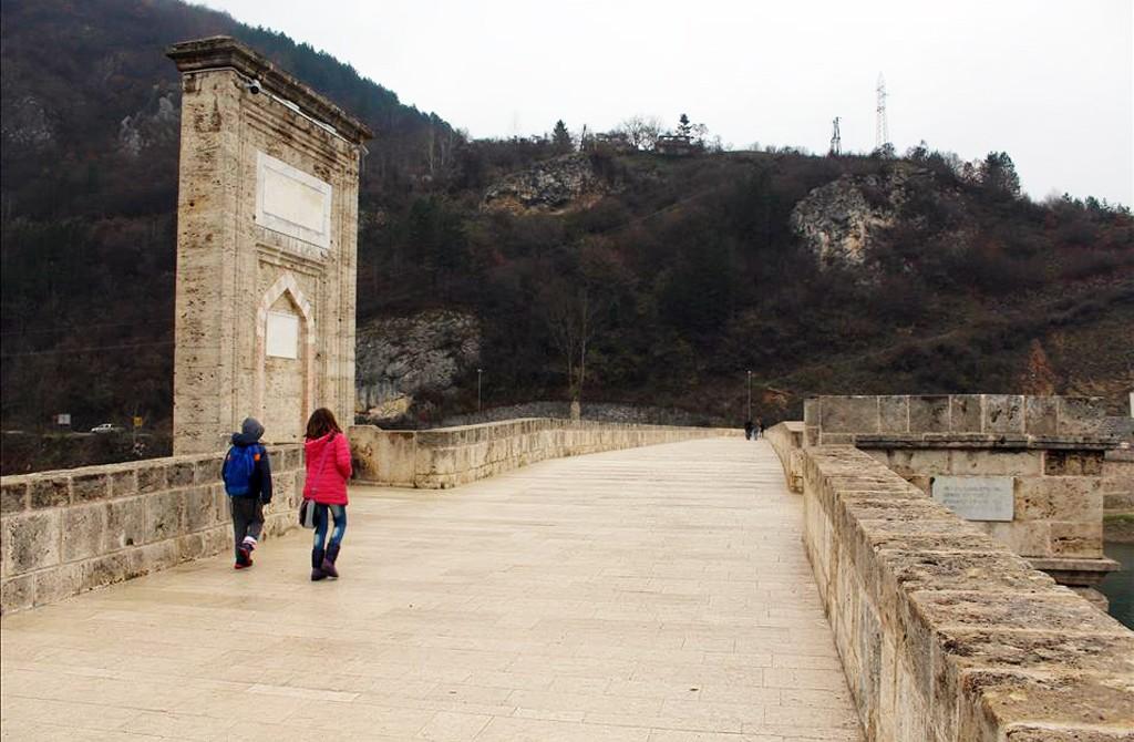 Aralık 2015 | Bosna Hersek'teki en önemli Osmanlı eserlerinden Sokollu Mehmet Paşa Köprüsü'nde 5 yıldır süren restorasyon çalışmaları tamamlandı. Türk İşbirliği ve Koordinasyon Ajansı (TİKA) tarafından gerçekleştirilen restorasyon kapsamında, Mimar Sinan'ın en önemli eserlerinden olan Vişegrad şehrindeki tarihi köprünün onarım ve bakımı yapıldı. (Vesna Besiç - Anadolu Ajansı)