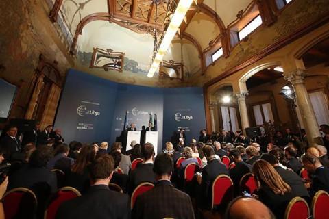 """İtalya'da Sicilya Adası'nın başkenti Palermo'da düzenlenen Uluslararası Libya Konferansı, herhangi bir anlaşmaya varılmadan, sadece bazı """"çıkarımlarla"""" sonuçlandı. Palermo konferansının birkaç ay önce Paris'te gerçekleştirilen zirveden farkı ise """"tarihler"""" oldu."""