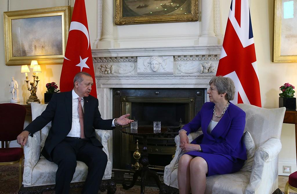 15 Mayıs 2015 | Cumhurbaşkanı Recep Tayyip Erdoğan, İngiltere Başbakanı Theresa May ile Downing Sokağı'nda bulunan Başbakanlık Konutu'nda görüştü.
