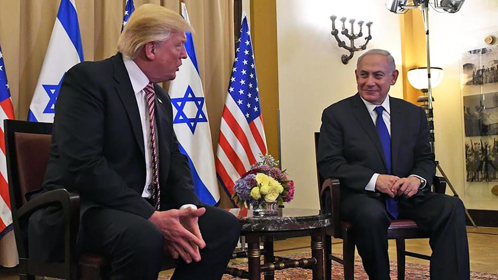 ABD'deki seçim kampanyasını İsrail tarafgirliği üzerine kurarak ülkedeki Yahudi lobisinin desteğini almayı başaran ABD Başkanı Donald Trump, başkanlığa seçildikten hemen sonra uluslararası ilişkilerde tüm politikalarını İsrail lehine oluşturdu.