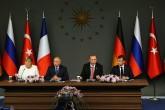 Türkiye Cumhurbaşkanı Recep Tayyip Erdoğan, Rusya Devlet Başkanı Vladimir Putin, Fransa Cumhurbaşkanı Emmanuel Macron, Almanya Başbakanı Angela Merkel, Vahdettin Köşkü'nde gerçekleştirilen Suriye konulu dörtlü zirvenin ardından ortak bildiri yayımladı.