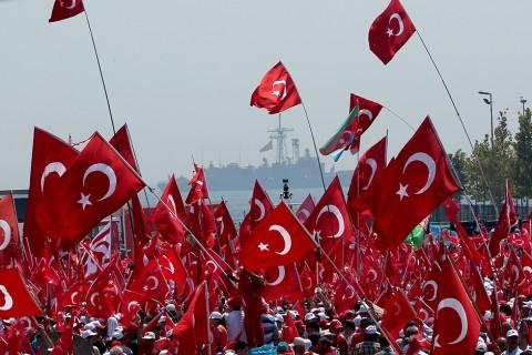 Yenikapı'da düzenlenen Demokrasi ve Şehitler Mitingi