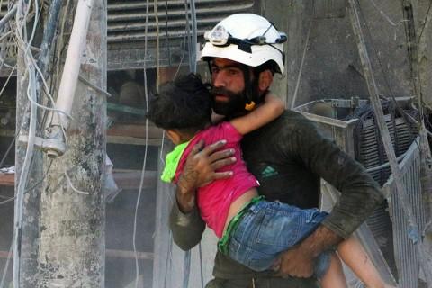 23 Temmuz 2016 | Suriye ve Rus ordularına ait savaş uçakları ile helikopterlerin Halep'te muhaliflerin denetimindeki bölgelere vakum, misket ve varil bombalarıyla düzenlediği hava saldırısında 19 kişinin öldüğü, 55 kişinin yaralandığı bildirildi.