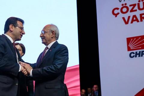 27 Aralık 2018 | CHP Genel Başkanı Kemal Kılıçdaroğlu (solda), CHP'nin İstanbul Büyükşehir Belediye Başkan Adayı Ekrem İmamoğlu (sağda) için Haliç Kongre Merkezi'nde düzenlenen tanıtım toplantısında sahnede.