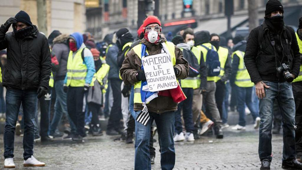 15 Aralık 2018 | Fransa'da başta başkent Paris olmak üzere ülke genelinde yapılan gösterilere 33 bin 500 kişi katıldı.