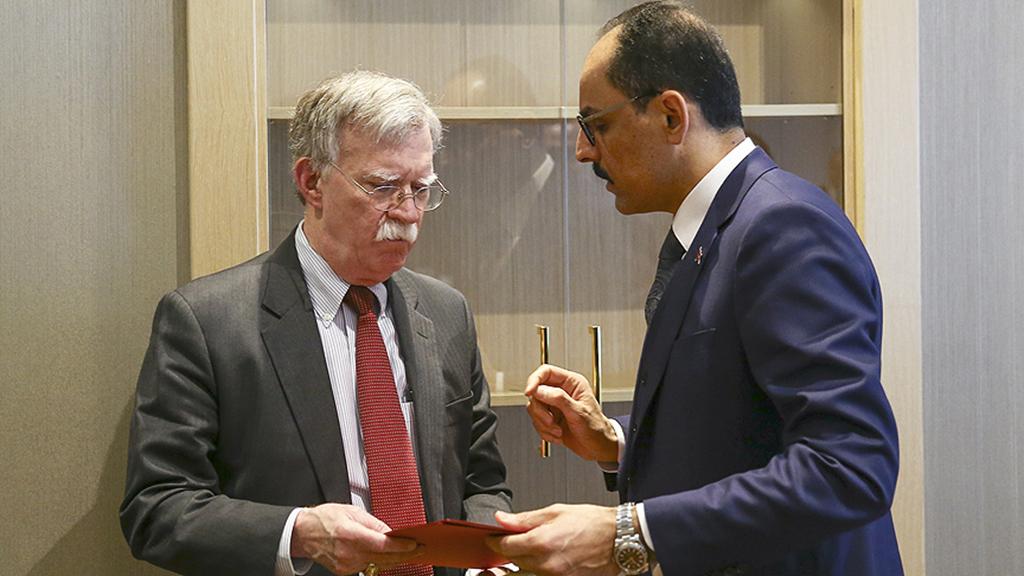 8 Ocak 2019 | Cumhurbaşkanlığı Sözcüsü İbrahim Kalın (sağda) başkanlığındaki Türk heyeti ile Beyaz Saray Ulusal Güvenlik Danışmanı John Bolton (solda) başkanlığındaki ABD heyeti, Cumhurbaşkanlığı Külliyesi'nde bir araya geldi. (AA)