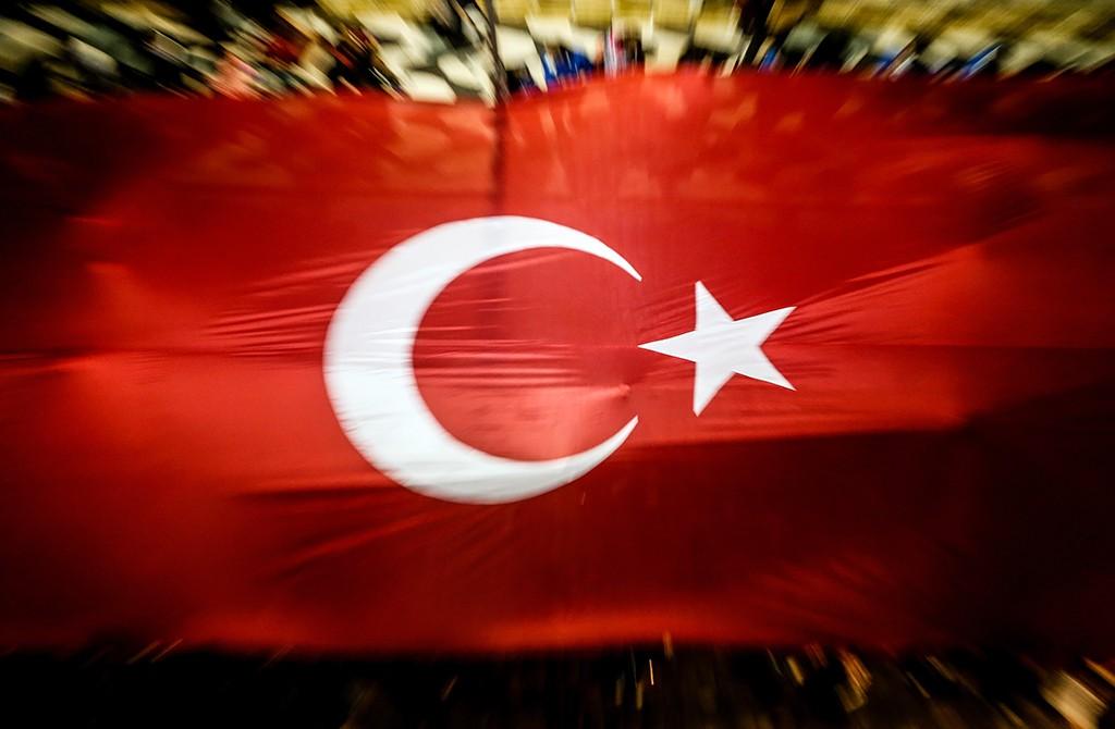 Türk Bayrağı - İnsanlar