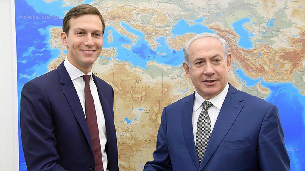 22 Haziran 2018| İsrail Başbakanı Benyamin Netanyahu (sağda), ABD Başkanı Donald Trump'ın damadı ve danışmanı Jared Kushner (solda) ile birlikte Kudüs'te.