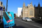 Brexit yandaşları ve karşıtlarının parlamento binası çevresinde gösterileri devam ediyor.