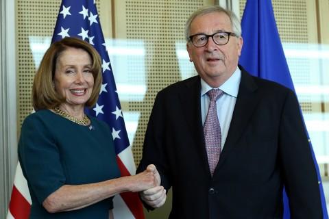 18 Şubat 2019 | ABD Temsilciler Meclisi Başkanı Nancy Pelosi (solda) Brüksel'de AB Komisyonu Başkanı Jean-Claude Juncker (sağda) ile görüştü.(AA)