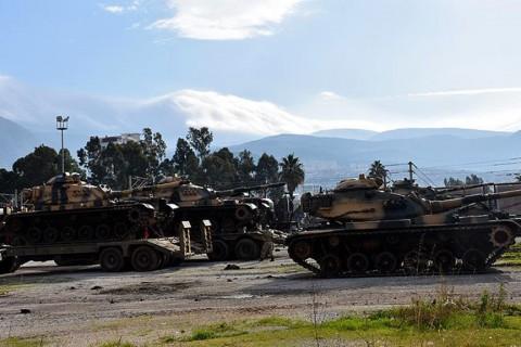 2 Şubat 2019 | İdlib sınırına askeri sevkiyat sürüyor. TSK tarafından Suriye sınırındaki birliklere takviye amacıyla gönderilen askeri araçlar Hatay'a ulaştı. (AA)