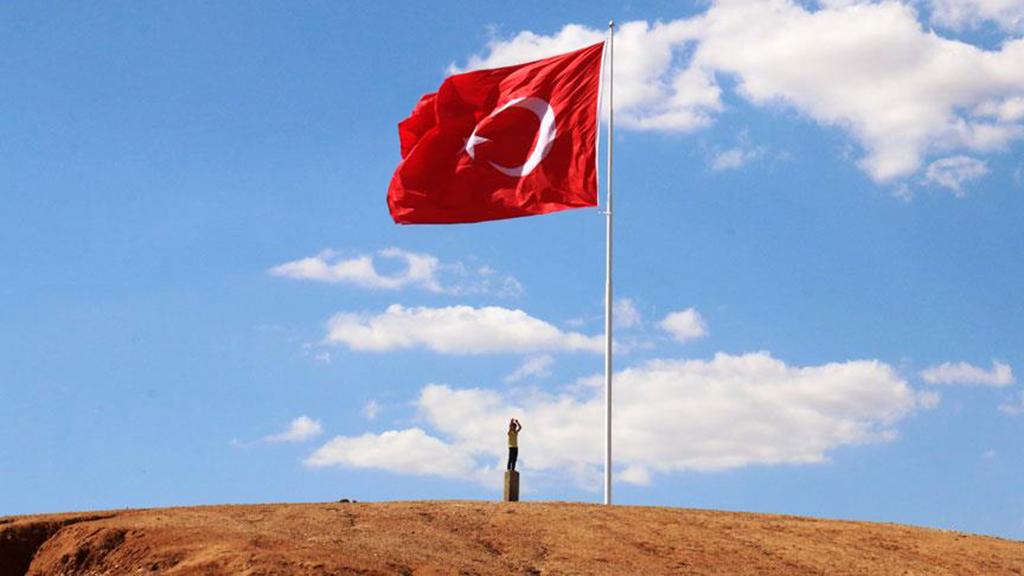 Suriye sınırında Türk Bayrağı