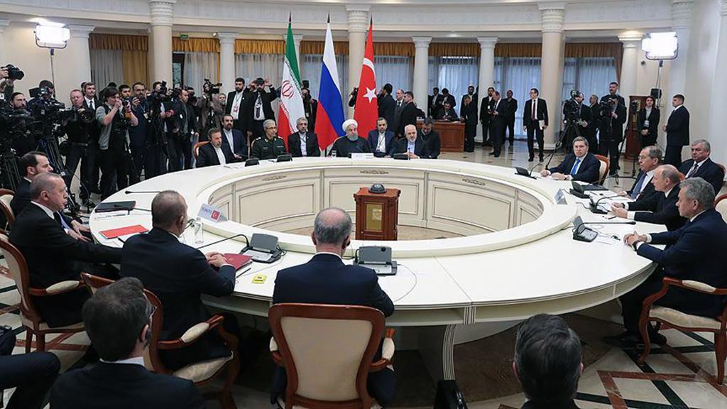 15 Şubat 2019 | Rusya'nın Soçi kentinde düzenlenen Türkiye-Rusya-İran Üçlü Zirvesi'ni yakından takip eden İran medyası, liderlerin, Suriye'nin toprak bütünlüğü, terörle mücadele ve ABD'nin en kısa sürede bu ülkeden çekilmesi yönündeki mesajlarını öne çıkardı. (AA)