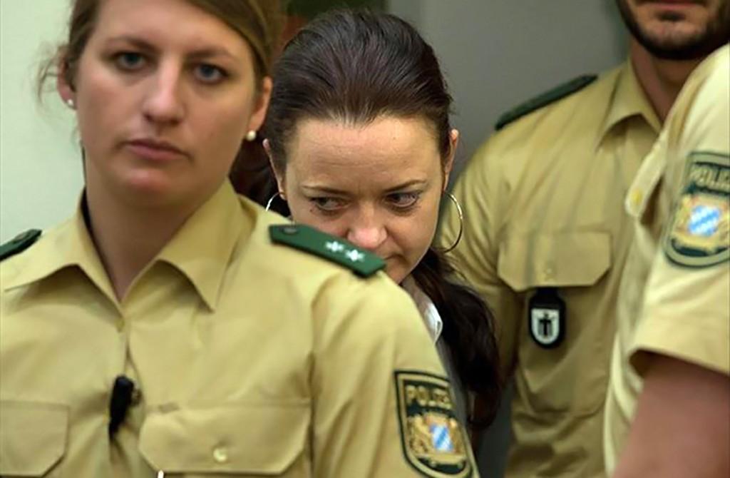 NSU Davası, Beate Zschäpe (ortada)