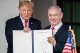 Golan Tepeleri kararının yolsuzluk soruşturmalarıyla başı dertte olan İsrail Başbakanı Binyamin Netanyahu'nun nisan ayında yapılacak seçimlerde elini güçlendireceğini belirten uzmanlar, ABD Başkanı Donald Trump'ın da attığı bu imza karşılığında savcı Mueller'in yürüttüğü seçimlere hile karıştırma soruşturmasından aklandığını bunun da Yahudi Lobisi'nin Washington'daki gücünü gösterdiğini savunuyor. (AA)