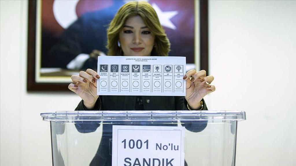Yüksek Seçim Kurulunca (YSK), 31 Mart Mahalli İdareler Seçimleri'nde kullanılmak üzere basılan oy pusulaları ve şeffaf sandıkların görüntüleri basınla paylaşıldı.