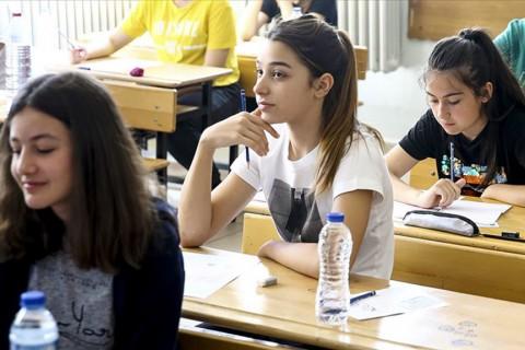 LGS Sınavında Öğrenciler