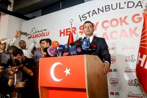 24 Haziran 2019   Yenilenen İstanbul Büyükşehir Belediye Başkanlığı seçimlerinde İstanbullular tercihini CHP'nin adayı Ekrem İmamoğlu'ndan yana kullanırken, iptal edilen 31 Mart'taki seçimde 13 bin 729 olan iki aday arasındaki fark, dün gerçekleştirilen seçimde İmamoğlu lehine 806 bin 415'e yükseldi. (AA)