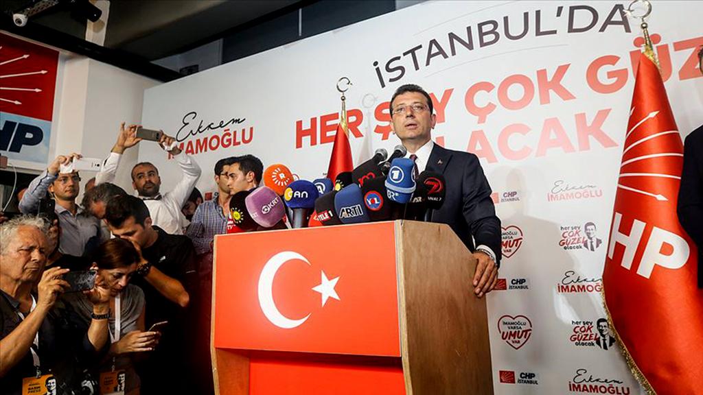 24 Haziran 2019 | Yenilenen İstanbul Büyükşehir Belediye Başkanlığı seçimlerinde İstanbullular tercihini CHP'nin adayı Ekrem İmamoğlu'ndan yana kullanırken, iptal edilen 31 Mart'taki seçimde 13 bin 729 olan iki aday arasındaki fark, dün gerçekleştirilen seçimde İmamoğlu lehine 806 bin 415'e yükseldi. (AA)