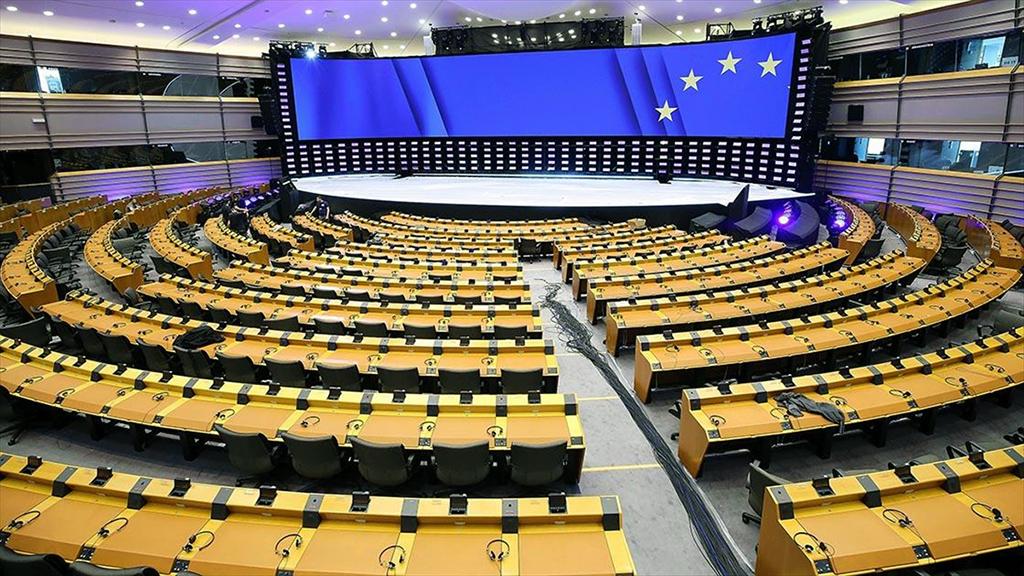 Açık ve Net Siyaset Talebi: Avrupa Kutuplaşıyor mu?
