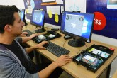 GAP kapsamında gençlerin, robotik kodlama, android yazılımlar, insansız hava aracı ve engelliler için protez el ve ayak üretimi yaptığı Harran GAP Teknoloji Merkezi, bölge illerine teknoloji desteği vermek amacıyla faaliyetlerine başladı.