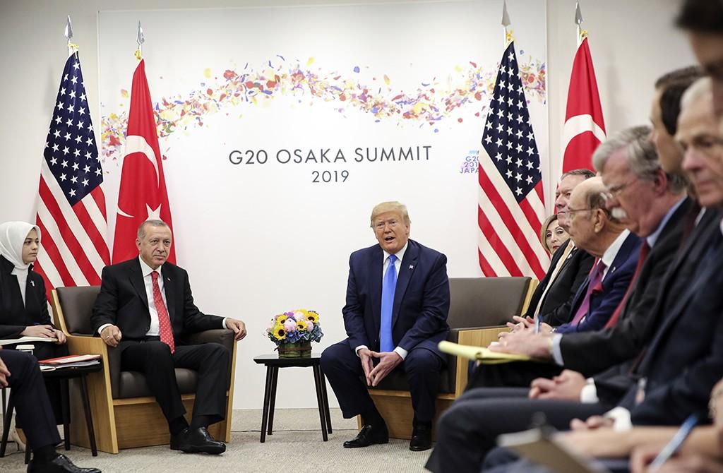29 Haziran 2019 | Türkiye Cumhurbaşkanı Recep Tayyip Erdoğan (solda), G20 Osaka Liderler Zirvesi kapsamında ABD Başkanı Donald Trump (sol 2) ile bir araya geldi.