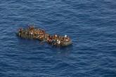 Libya açıkları. Akdeniz üzerinden Avrupa kıyılarına ulaşmak isteyen yüz binlerce mülteci Libya'dan yola çıkıyor.