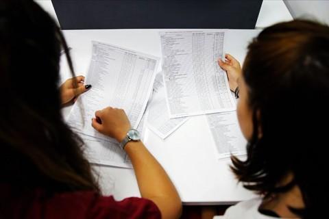 Milli Eğitim Bakanlığı (MEB), ÖSYM tarafından 23-29 Temmuz'da alınacak Yükseköğretim Kurumları Sınavı (YKS) tercih sürecinde, 3 bin 960 komisyonda 13 bin 985 eğitimciyle üniversite adaylarına yardımcı oluyor.