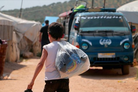 3 Ağustos 2019 | Esed rejimi ve Rusya 750 binden fazla sivili yerinden etti. Beşşar Esed rejimi ve destekçilerinin, Türkiye ve Rusya'nın İdlib mutabakatını imzaladığı 17 Eylül 2018'den bu yana ateşkesi ihlal ederek düzenlediği saldırılarda yaklaşık 750 bin sivil yerinden edildi. (AA)