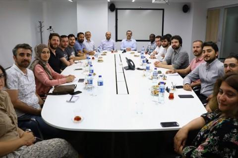 Anadolu Ajansı Haber Akademisince yürütülen Genç Yetenek Geliştirme Programı'nda (GYGP) eğitim alan gazeteci adayları Siyaset, Ekonomi ve Toplum Araştırmaları Vakfı'nı (SETA) ziyaret etti.