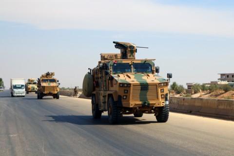 12 Eylül 2019 | TSK'den İdlib'deki gözlem noktalarına takviye: Türk Silahlı Kuvvetleri (TSK) İdlib Gerginliği Azaltma Bölgesi'ndeki gözlem noktalarına çok sayıda zırhlı araç, personel, personel taşıyıcı ve iş makinelerinden oluşan askeri konvoy yolladı.